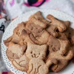 Dzień Kota 2018, kruche łaciate kotki, ciasteczka z mąką orkiszową i karobem, fit, bez cukru. pełnoziarniste