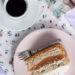 Żurawinowy biszkopt orkiszowy z jabłkami i jogurtową chmurką