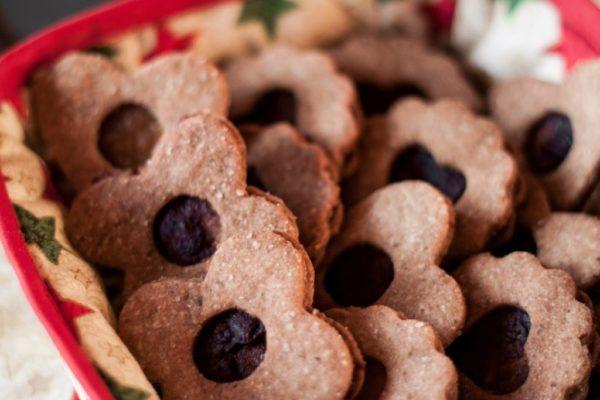 Składane orzechowe ciasteczka z powidłami na święta