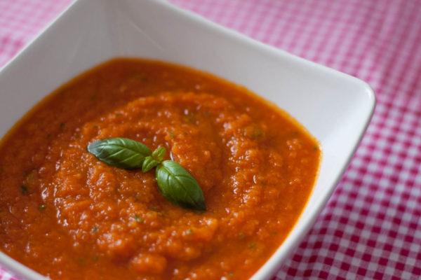 Pomarola - włoski sos pomidorowy z marchewką i selerem