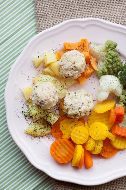 Lekkie kulki złososia naparze zdodatkiem warzyw