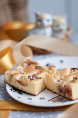 Ciasto z mąki kukurydzianej z nektarynką