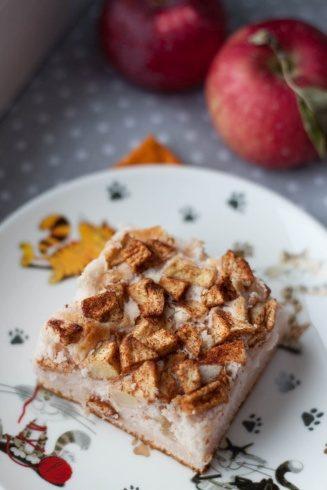 ciasto na białkach z cynamonem i jabłkami