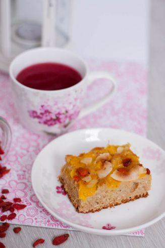 ciasto jogurtowe orkiszowe razowe z mango i jagodami goji