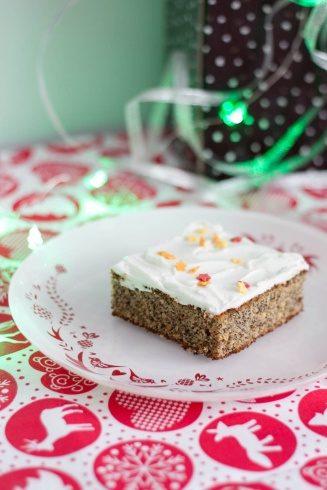 Puszyste ciasto bezglutenowe z mielonym makiem