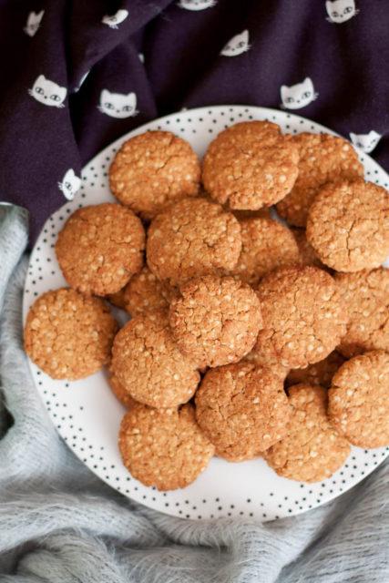Bezglutenowe ciasteczka jaglane z masłem orzechowym i melasą