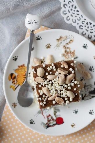 Kokosowy jagielnik z daktylowym solonym karmelem