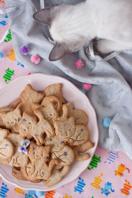 Maślane ciasteczka z fiołkami
