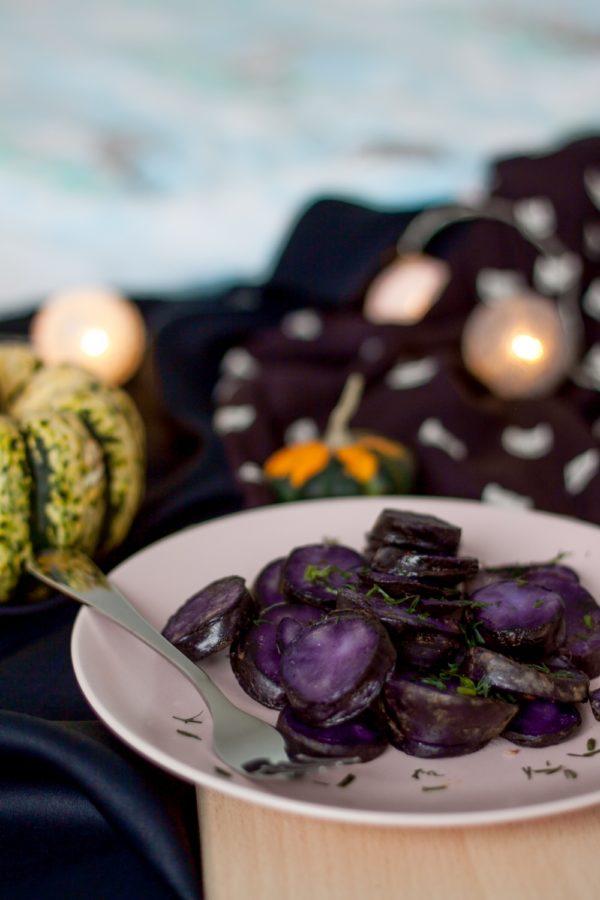 Pieczone fioletowe ziemniaki