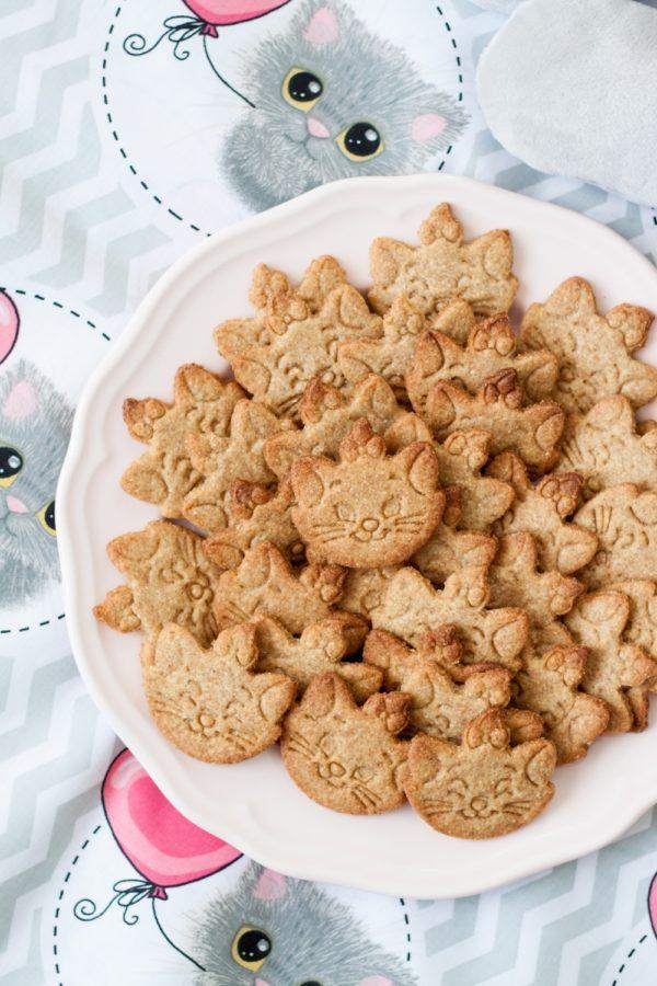 Kokosowe ciasteczka zmąką orkiszową naDzień Kota 2019
