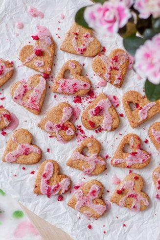 Walentynkowe ciasteczka wiśniowe i zdrowy lukier bez cukru